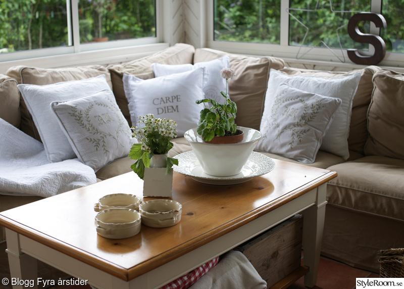 soffa,uterum,kuddar