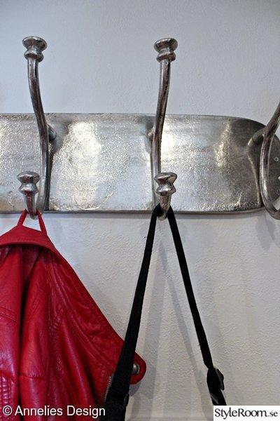 Bild på klädhängare Renovering av hall i svart och vitt Bilder före& efter av Svartvittochrott