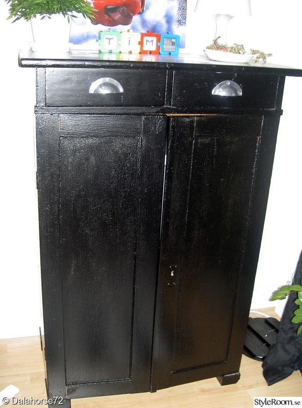 skåp badrum svart ~ bild på skänk  radhuset från 1978 har bytt skepnad! av