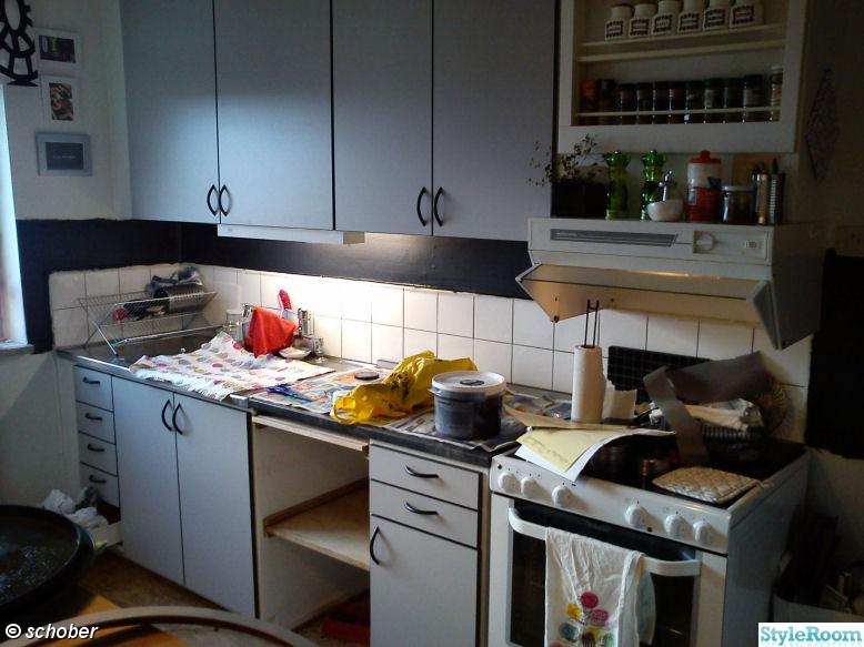 köksluckor,renovering,måla om,svarta handtag,grå luckor