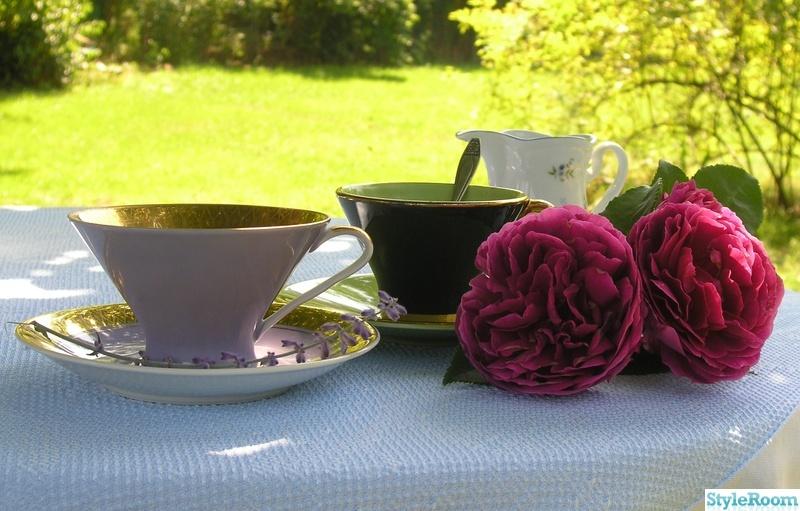 dukning,blommor,porslin