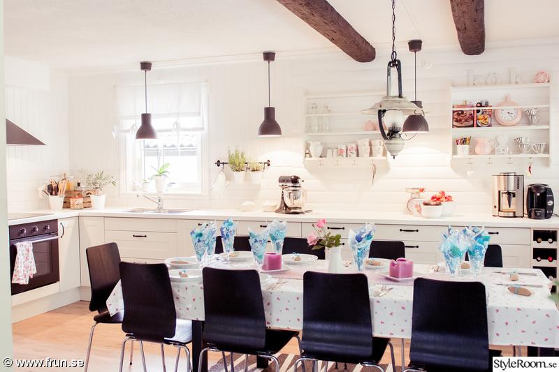 Bilder Lantliga Kok : Bild po vit bonkskiva  Vort lantliga kok, hall och vardagsrum av