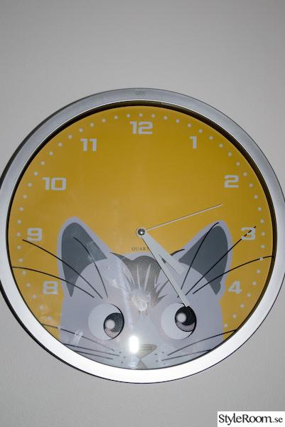 klocka,katt,gul,mio