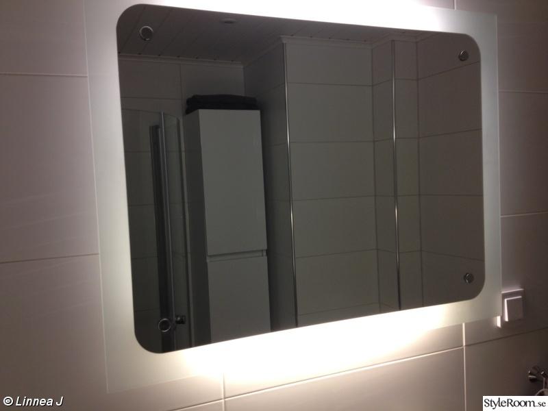 Bild på spegel Vårt lilla badrum av LinneaJ