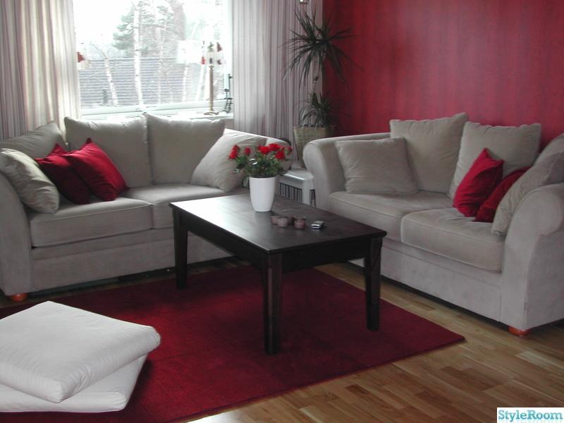 Bild på rött Allrumövervåning och sovrum av teakhouse