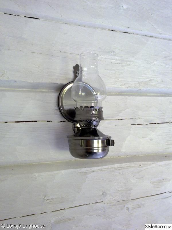 fotogenlampa,timmervägg,lampa
