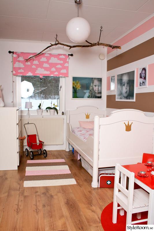 barnrum,fondvägg,rosa,randigt,moln