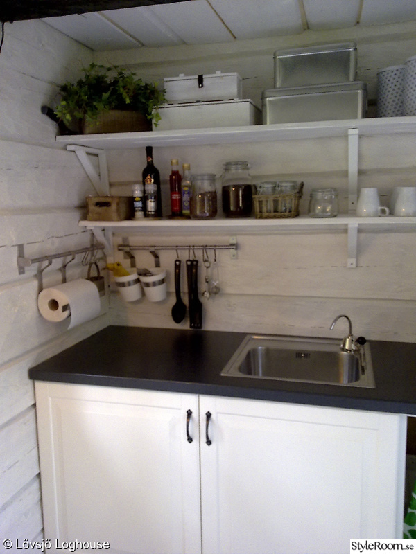 diskbänk,timmervägg,timmerväggar,kök,kökshyllor