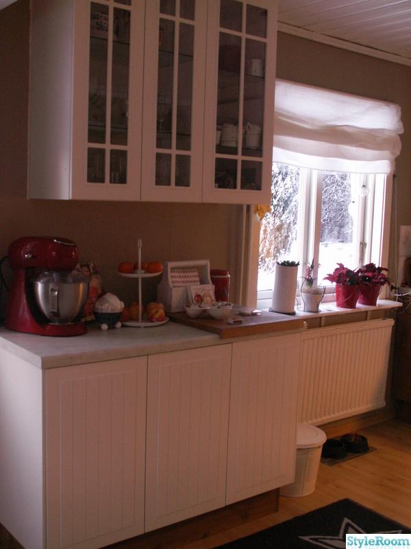 jul,lantligt,vitrinskåp i köket,hissgardin,kök
