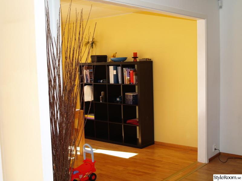 Bild på bokhylla Hus av tob lundgren