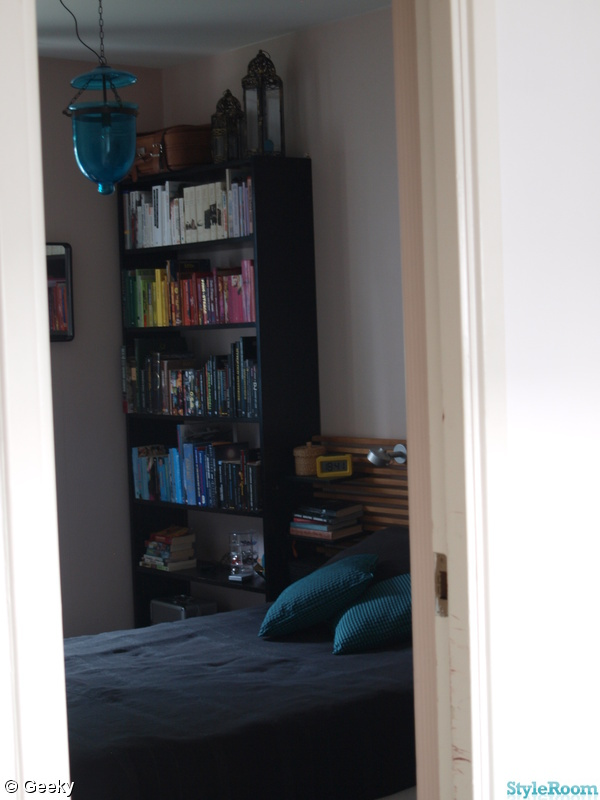 Bild på bokhylla Sovrum av Geeky