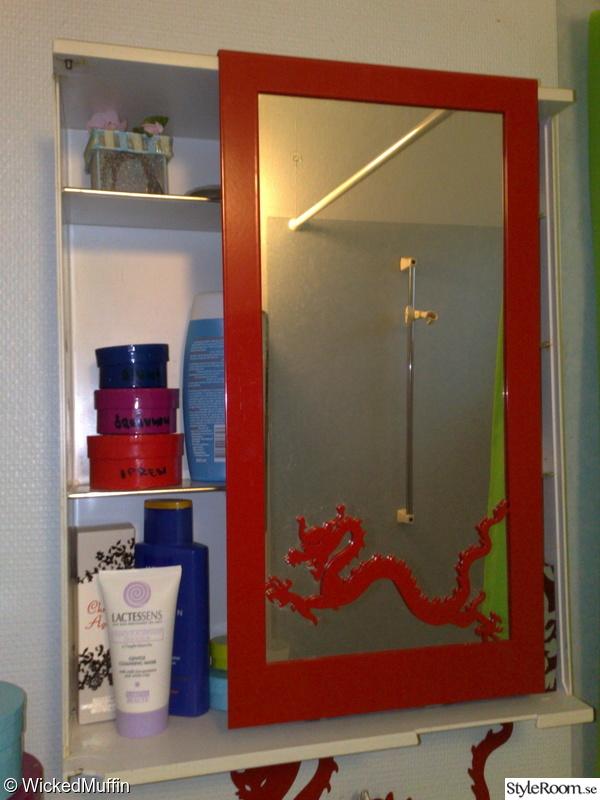 Bild på rött Gamla lägenheten Badrummet av Wickedmuffin