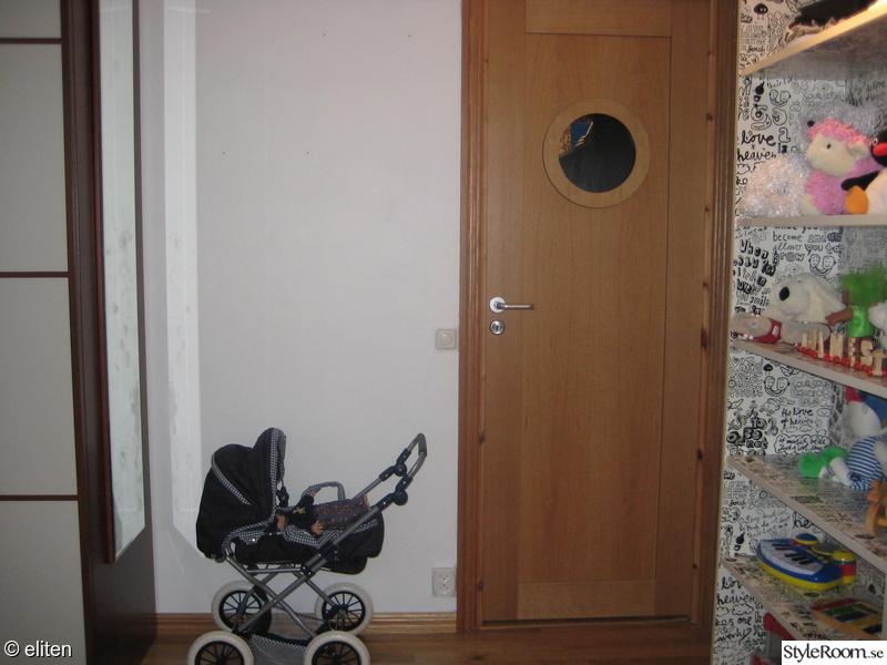 Bild på dörr James nya rum av Bullmorsan se