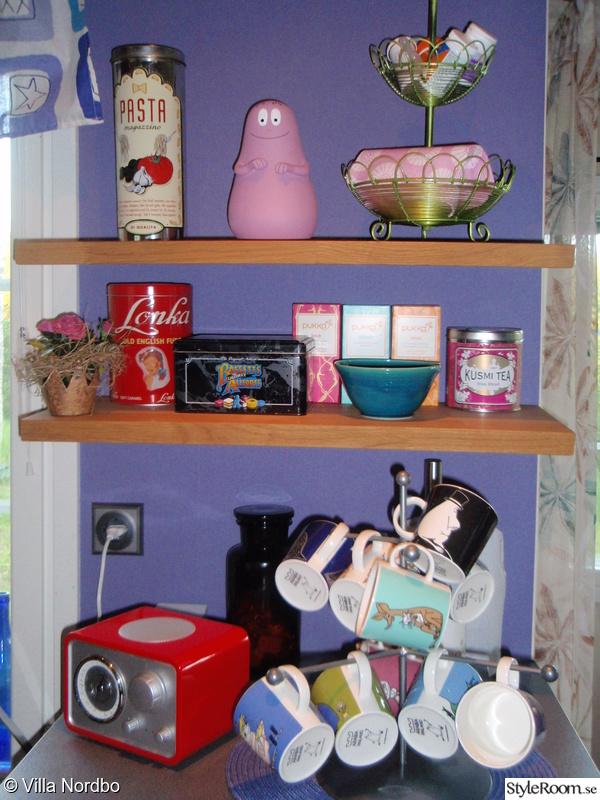radio,barbapappa,plåtburkar,köket,färger
