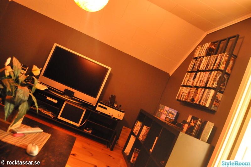 förvaring,filmrum,dvd-hylla,tv-spelsrum,mörkgrå vägg