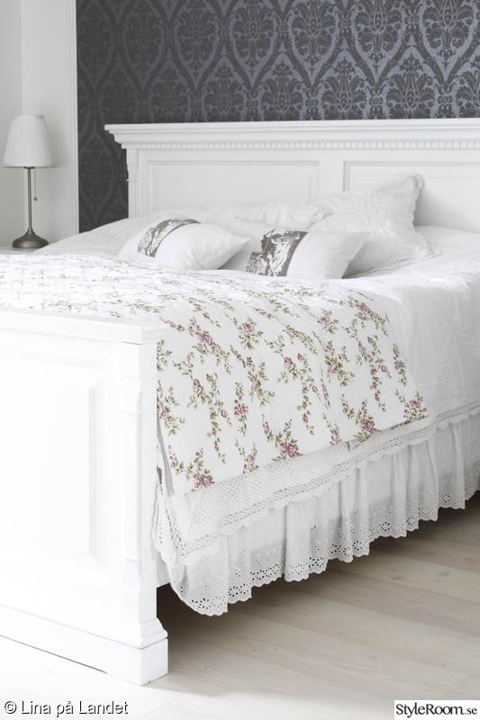vit sängram,säng,sovrum,romantiskt,lant