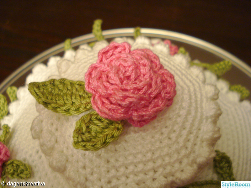 rosa,grönt,virkat,rosor,gräddtårta