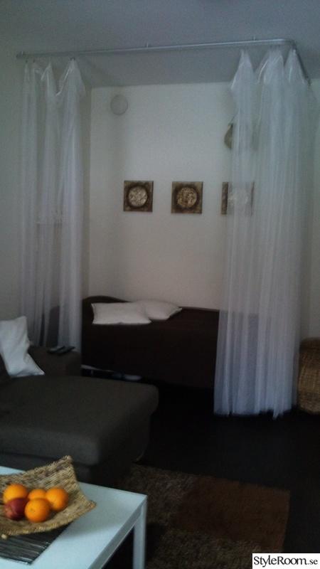soffa,gardiner,tavlor,säng,vardagsrum