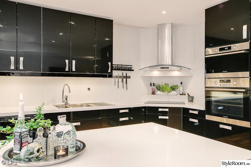 kök,köksö,renovering,svart kök,efterbild