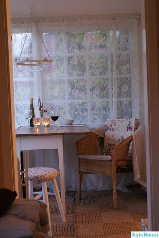 sommarstuga,lantstil,romantiskt,stuga,veranda