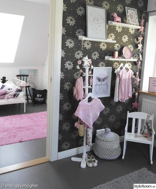 Litet flickrum i vitt rosa pastell Hemma hos Sangfagel