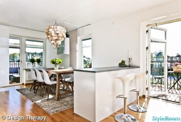 rustikt matbord,köksö,barstol,snäckskalslampa,eames stol