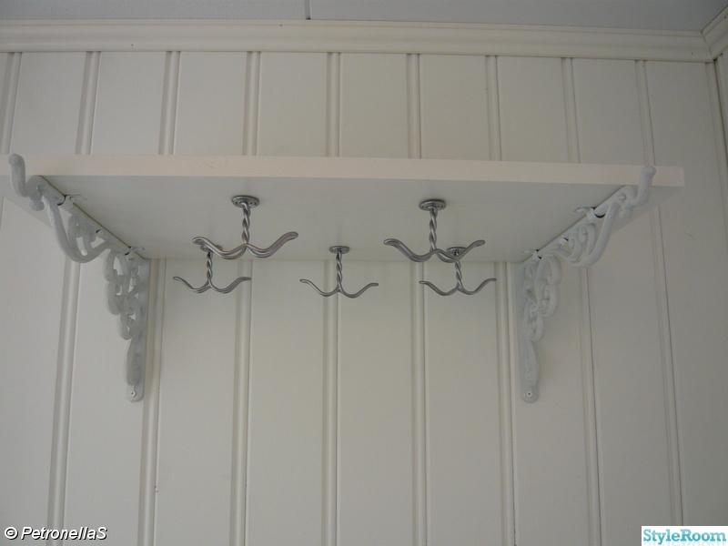 Bild på hatthylla Hall Glasveranda renoveras på vårt Sekelskifteshus av Petronellas
