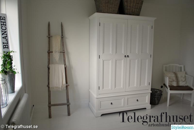 lantligt sovrum,vitt,garderob/klädskåp