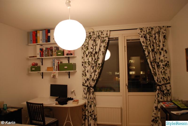 gardiner,arbetsplats,skrivbord,sovrum,hyllor