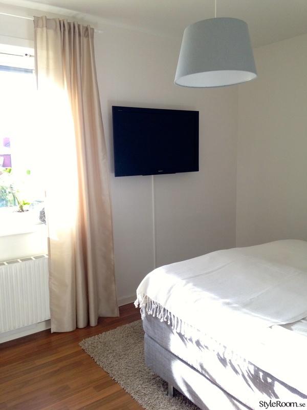 Sovrum med tv på väggen Allt i ett