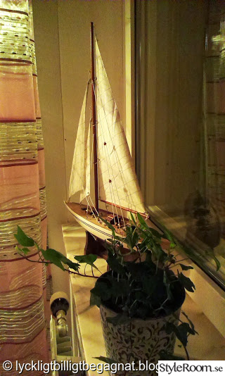 fönsterkarm,murgröna,segelbåt,sovrum,romanticsweden.se