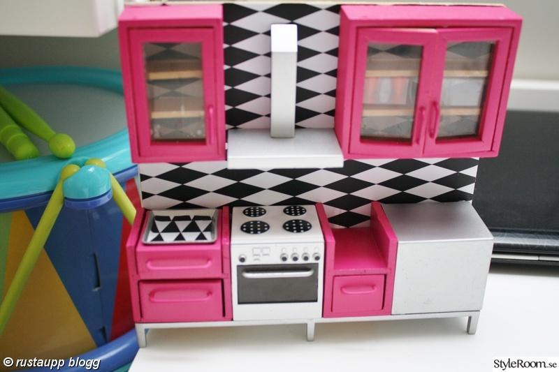 dockskåp,kök,dockhus kök,modernt dockhus