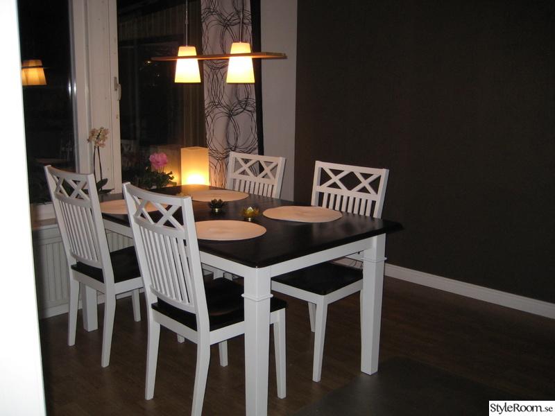 Fondvagg Koket : koksbord,fondvogg,taklampa,voggtapet