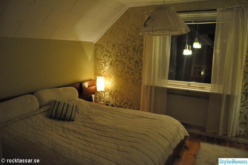 förråd,fondvägg,fondtapet,linnegardiner,grönt sovrum