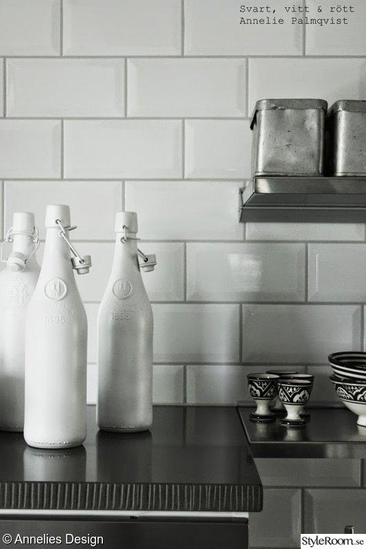 Rostfria Hyllor Kok : rostfria hyllor,vita smo kakelplattor,oggkoppar,sprayade flaskor
