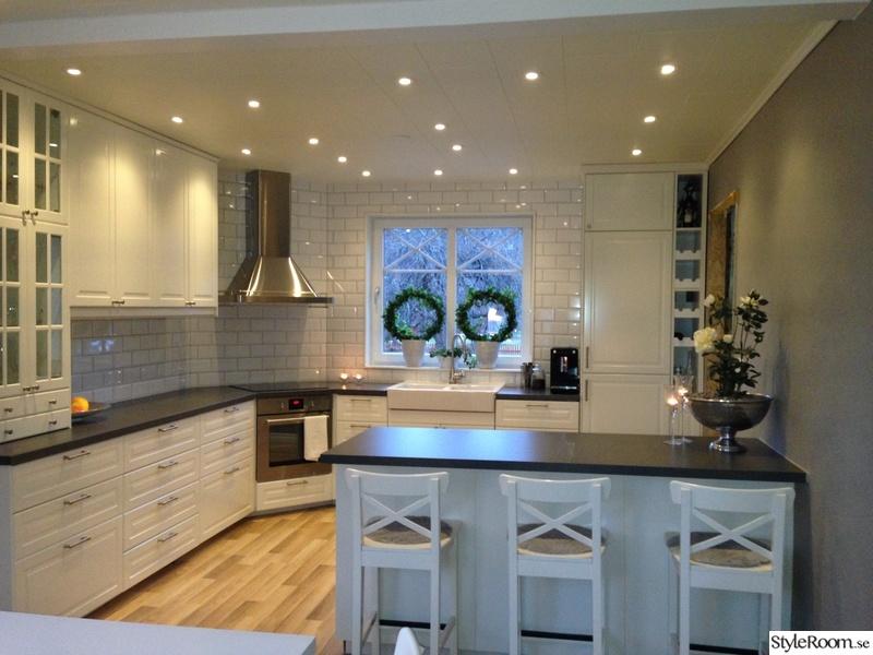 köksrenovering efter,vitt kök,vitt kök kakel,lantligt kök,kök