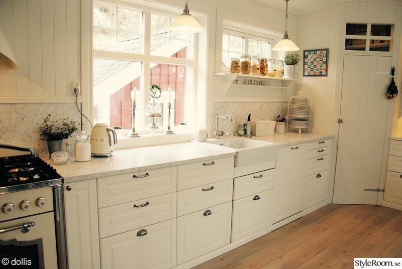 Lantligt Kök Med Pärlspont ~ Bild på pärlspont Nya köket i gammal stil av dollis