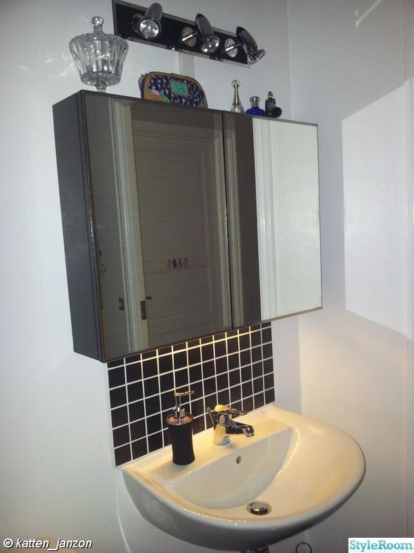 Bild på spegel Nästan nytt badrum för 3000 av katten janzon