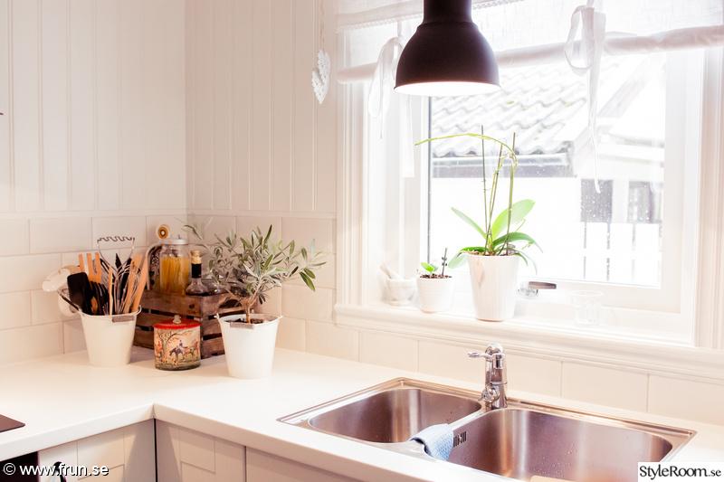 Lantligt Kok Vitt : lantligt kok,svarta lampor,vit bonkskiva,lantligt,lantligt vitt