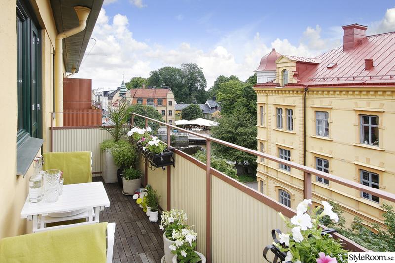 Balkong med utsikt över takåsar