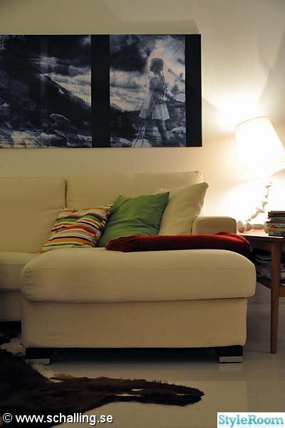 soffa,tavla,kuddar,bordslampa,vardagsrum
