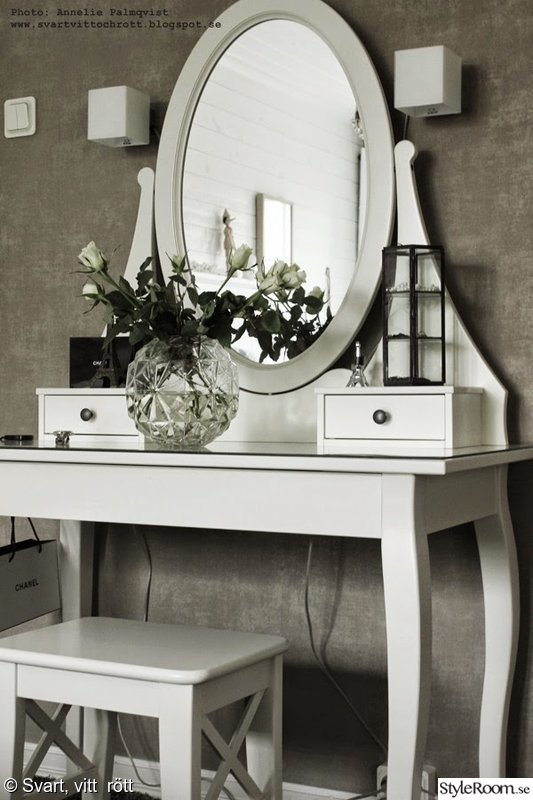 Sminkbord i vitt