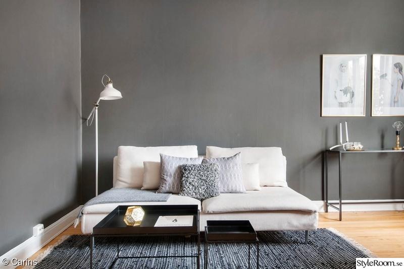 vardagsrum med grå väggar