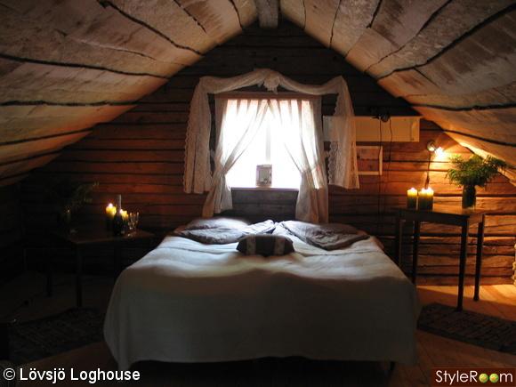 timmerhus,timmerstuga,vildmarkspanel,okantade bräder,sovrum