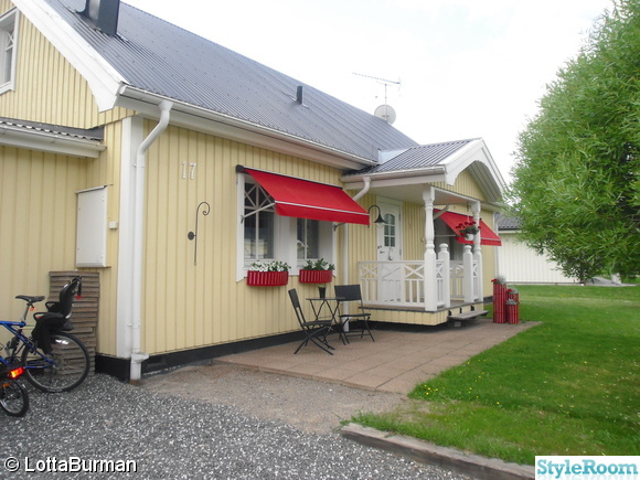 husfasad,framsidan,markiser,trädgårdsmöbler,cafébord