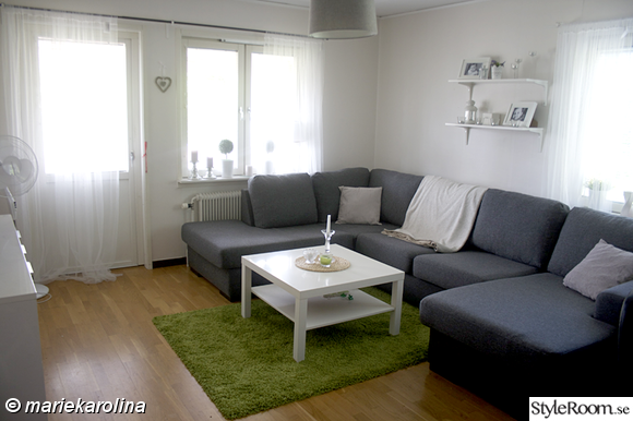 soffa,soffbord,matta,ikea,u-soffa,hyllor,fönster