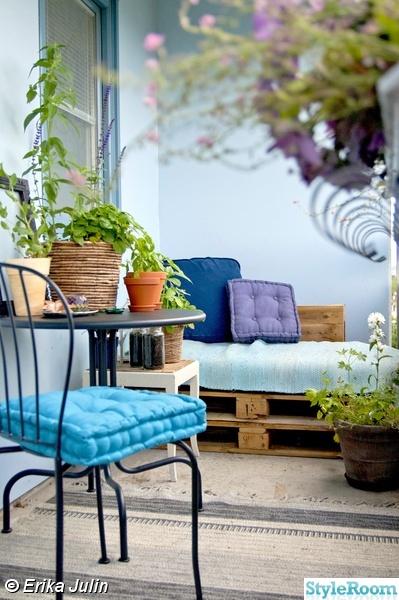 balkong,lastpall,blommor,blått,betong