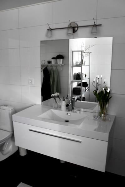 blandare,blandare badrum,kommod,spegel,badrum