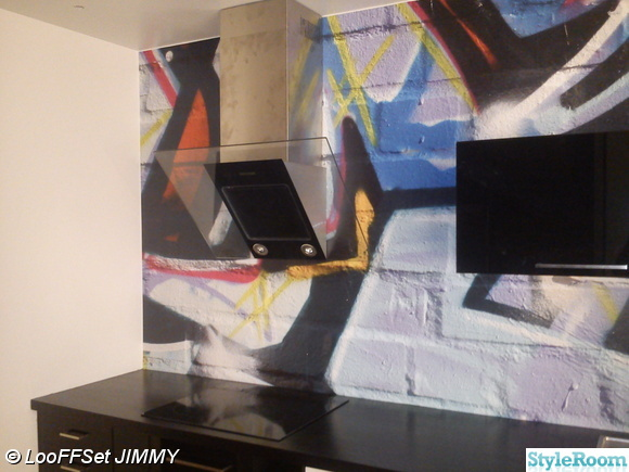 fototapet graffiti,svart kök,fototapet i kök,svart bänkskiva,blank svart kök