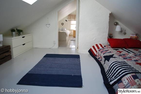trägolv,takfönster,vindsrummet,sovplats,sovrum